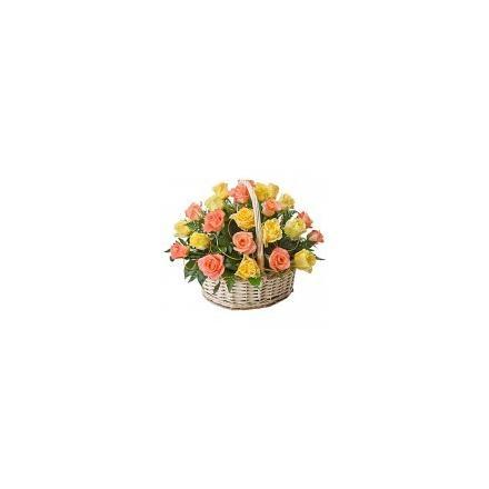 Όμορφο καλάθι με διάφορα τριαντάφυλλα (μόνο για Ελλάδα)