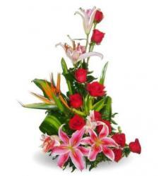 Ωραία Σύνθεση με Λουλούδια