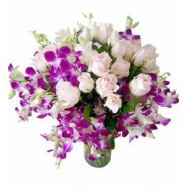 Μπουκέτο 18 ροζ τριαντάφυλλα και ορχιδέες