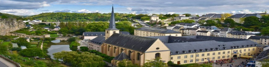 Luxembourg via Suisse